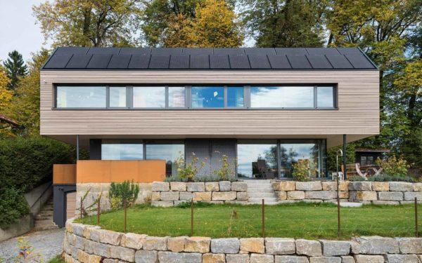 Holzhaus mit Glasfassade