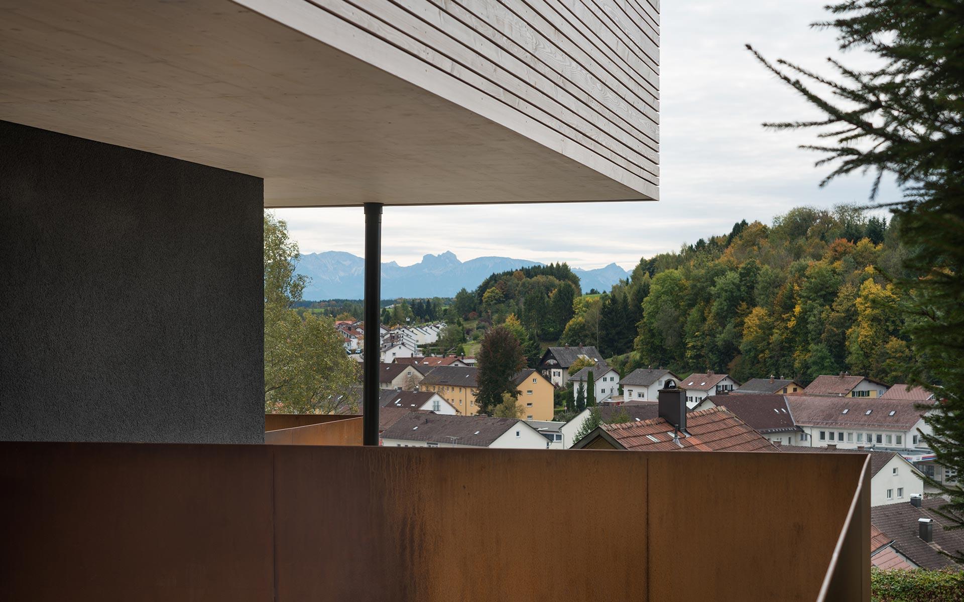 Holzhaus mit Ausblick